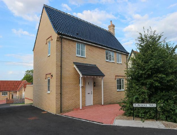 4 bedroom detached house for sale in Peasenhall, Saxmundham, IP17