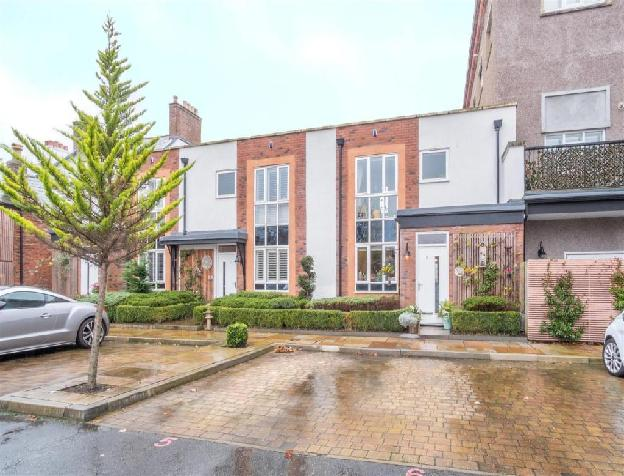 2 bedroom terraced house for sale in Mostyn House, Parkgate, Neston, CH64